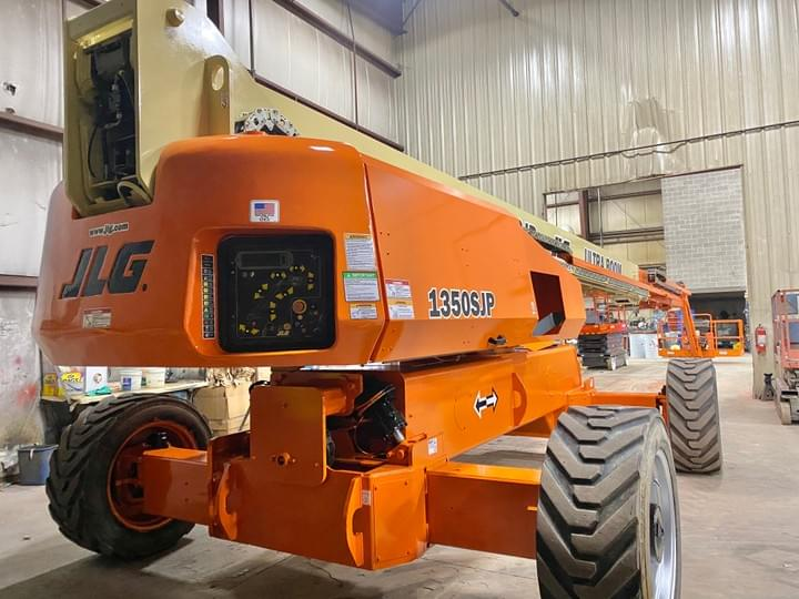 JLG 1350SJP After service work and new paint and decals.