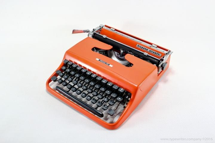 OLIVETTI Lettera 22 ( Pluma ) Orange Typewriter