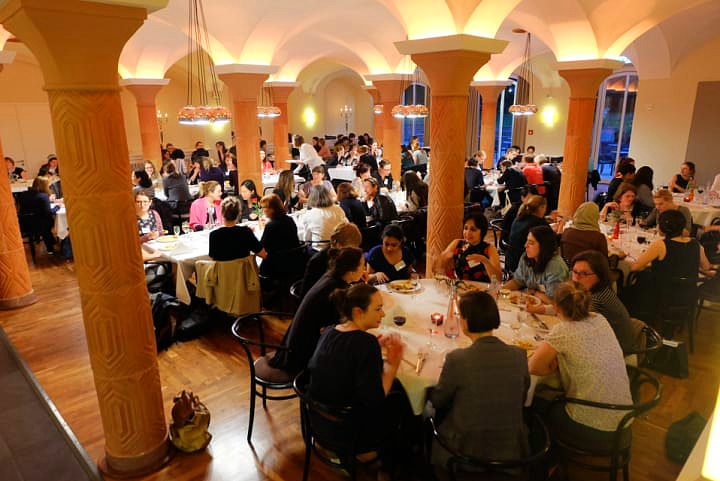 Networking Dinner 2017: participants and speakers enjoying food and drinks and engaging in discussions