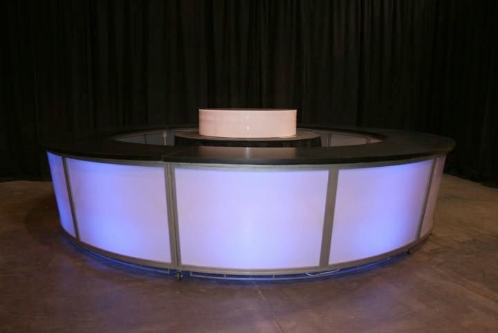 Lighted Frosted-Plexi Round Bar