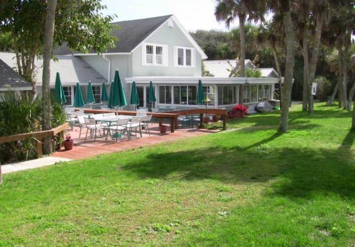Nellies Catering Serves At Manasota Beach Club