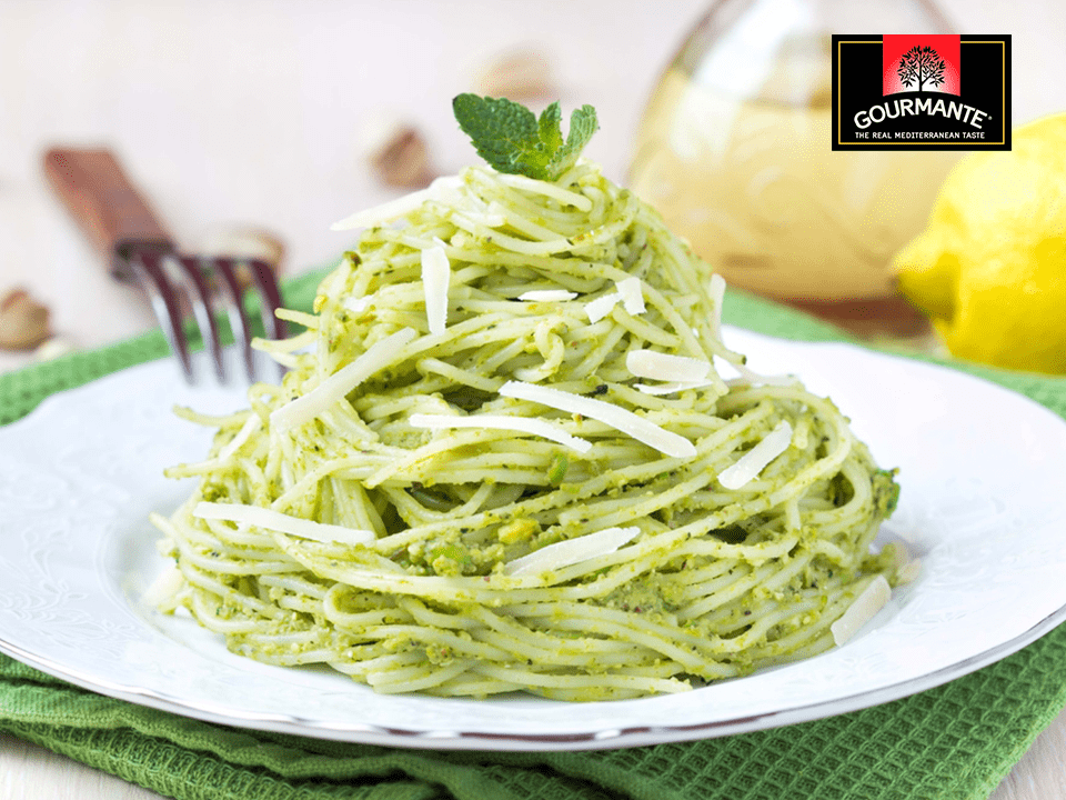 Gourmante Traditional Basil Pesto sauce with pasta