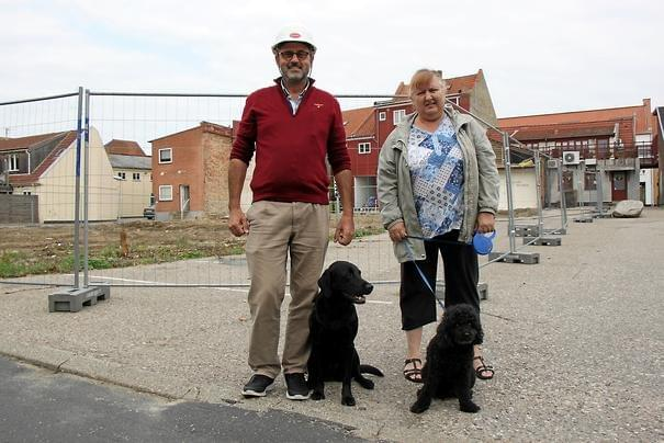 Pia Hansen, here with poodle, Malthe, and Niels Martin Viuff, here with labrador, Zita, Photo: Casper Suk Thorlacius