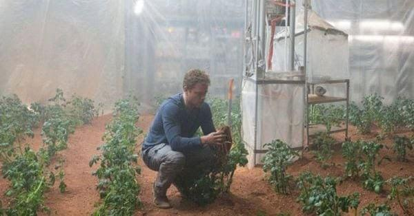Matt Damon in the Martian, growing potatoes, space food