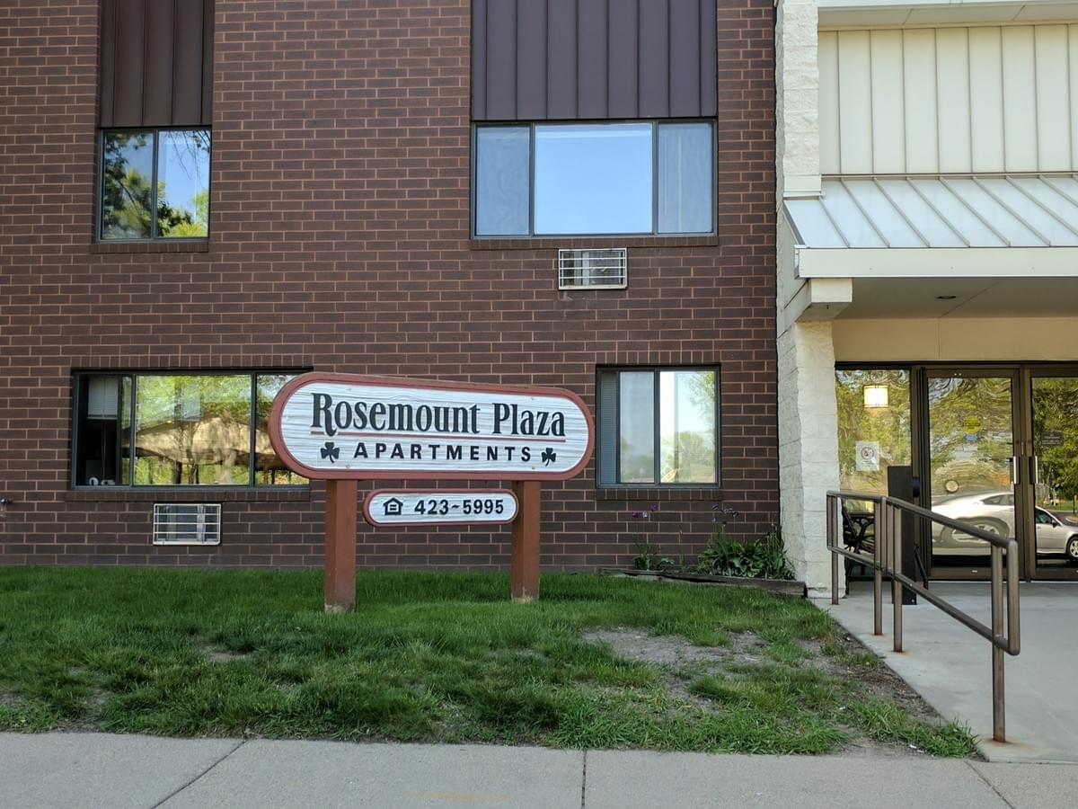 Rosemount Plaza Apartments in Rosemount