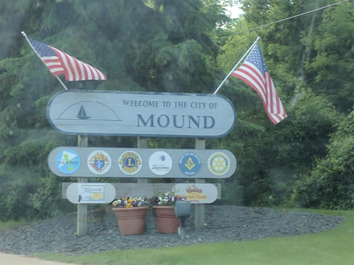 Welcome City Sign in Mound