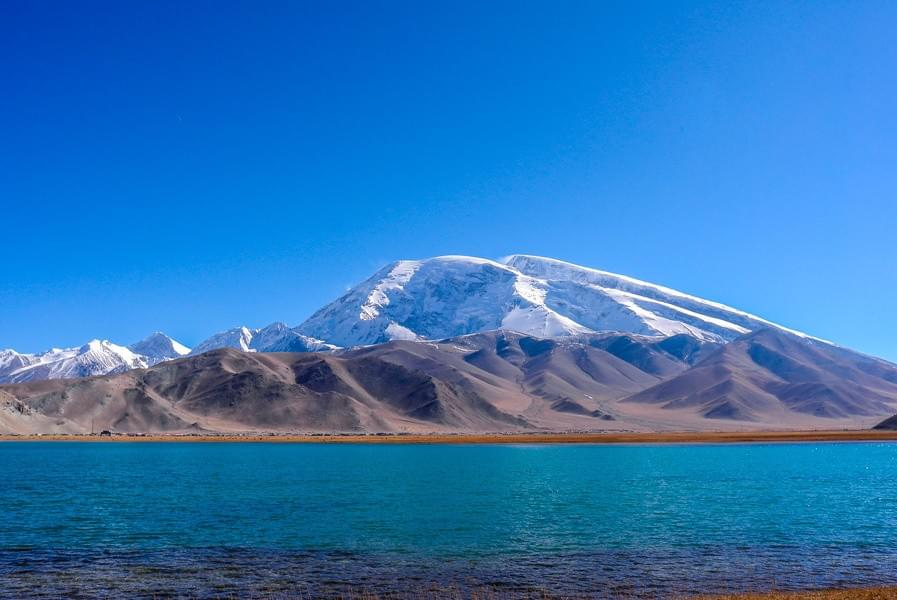 Image showing the Karakul lake at the Karakoram Highway from Kashgar to Tashkurgan in Xinjiang, China.