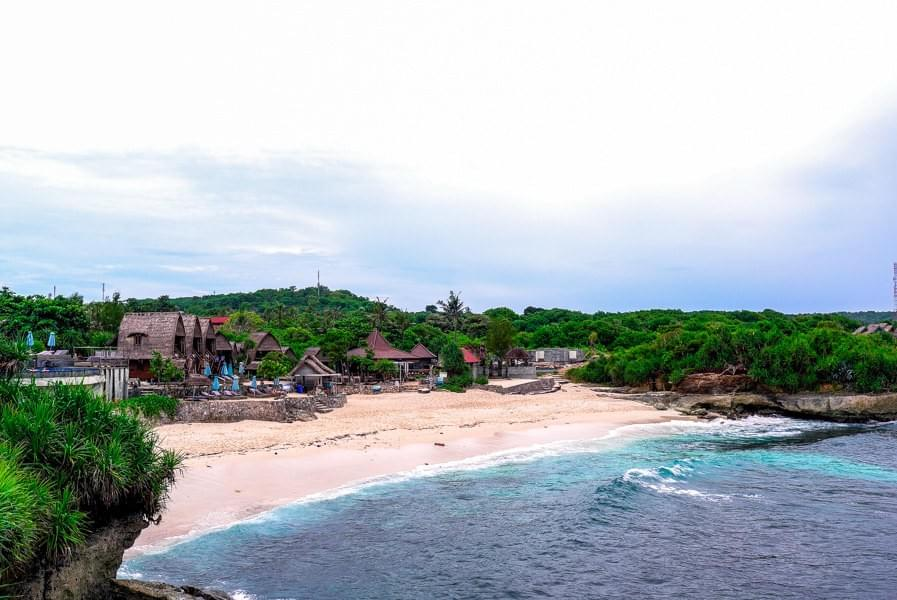Image showing Dream Beach and bungalows on Dream Beach on Nusa Lembongan near Bali, Indonesia