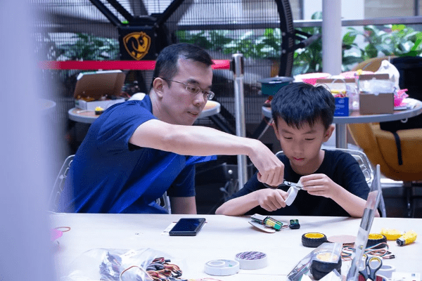 saturday maker labs, open make, intergenerational, lifelong learning, parent child bonding