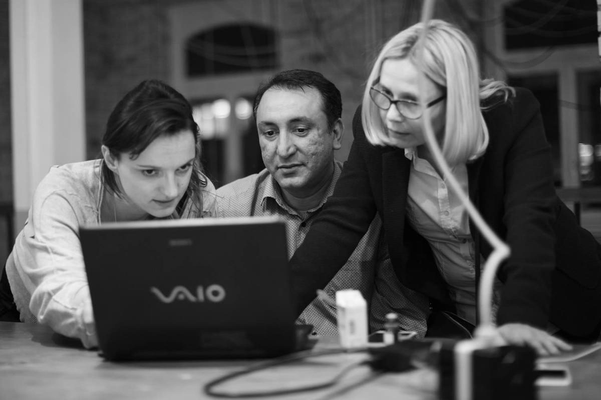 Coworking in the SINGA Factory. From left: Seraina Soldner (Co-director and Founder of SINGA in Switzerland) and SINGApreneurs Mehrdad Mirsepahi and Olga Khinich.