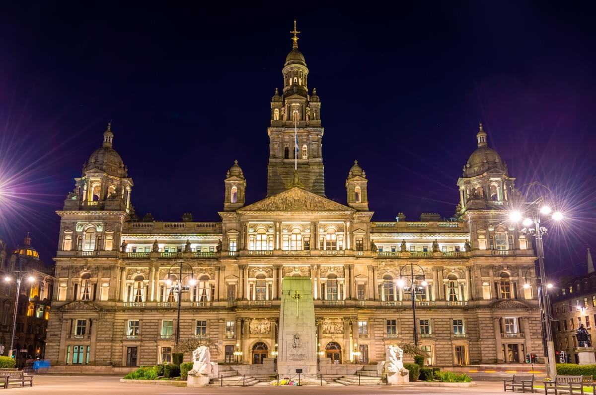 Glasgow Airport Cabs Glasgow's premier airport and executive taxi transfer provider. Exterior of Glasgow City Chambers, George Square in the evening.