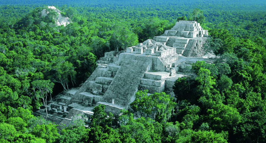 pyramide calakmul