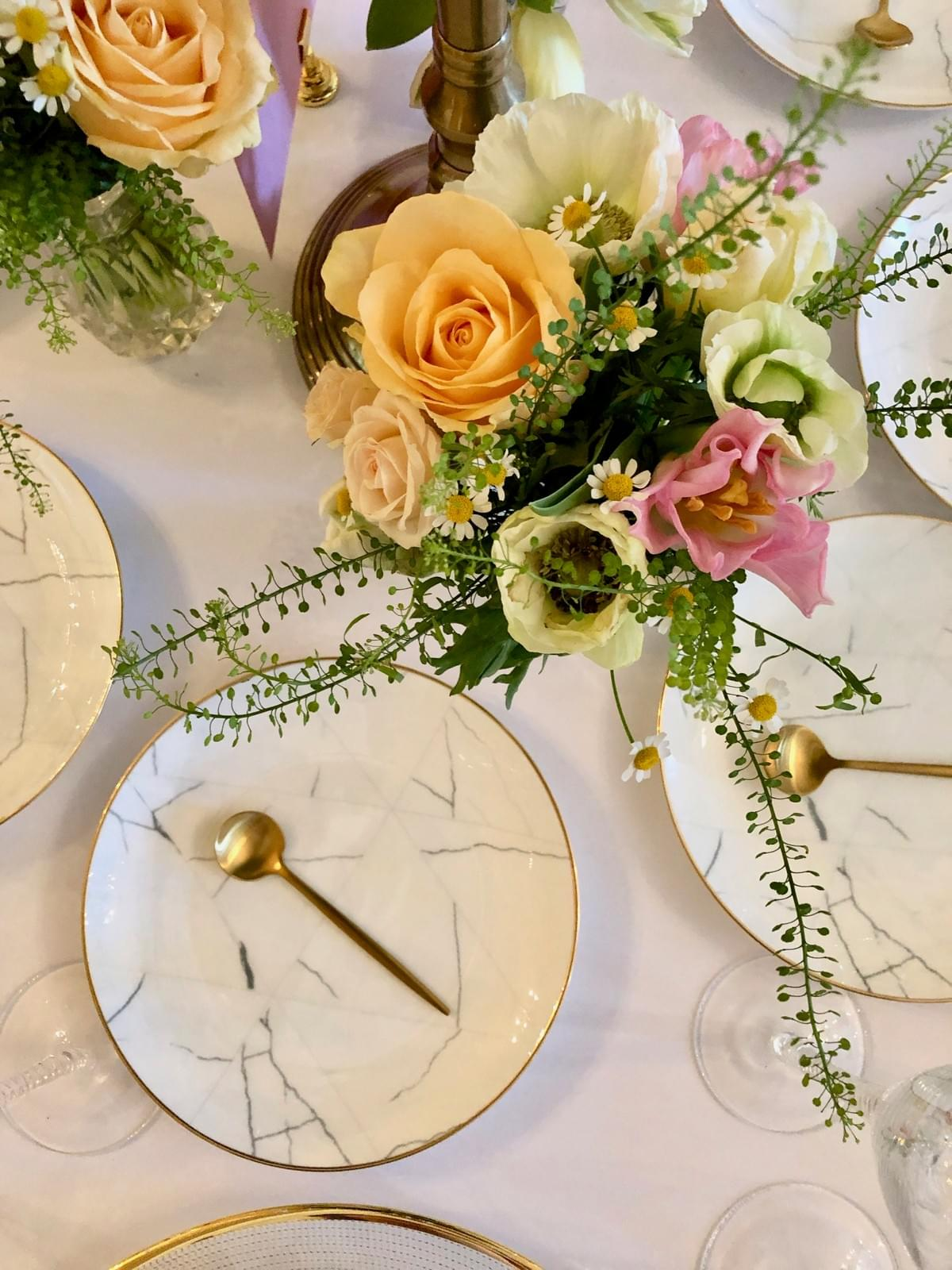 peach, coral, pink and ivory flowers, marble plates, gold cutlery