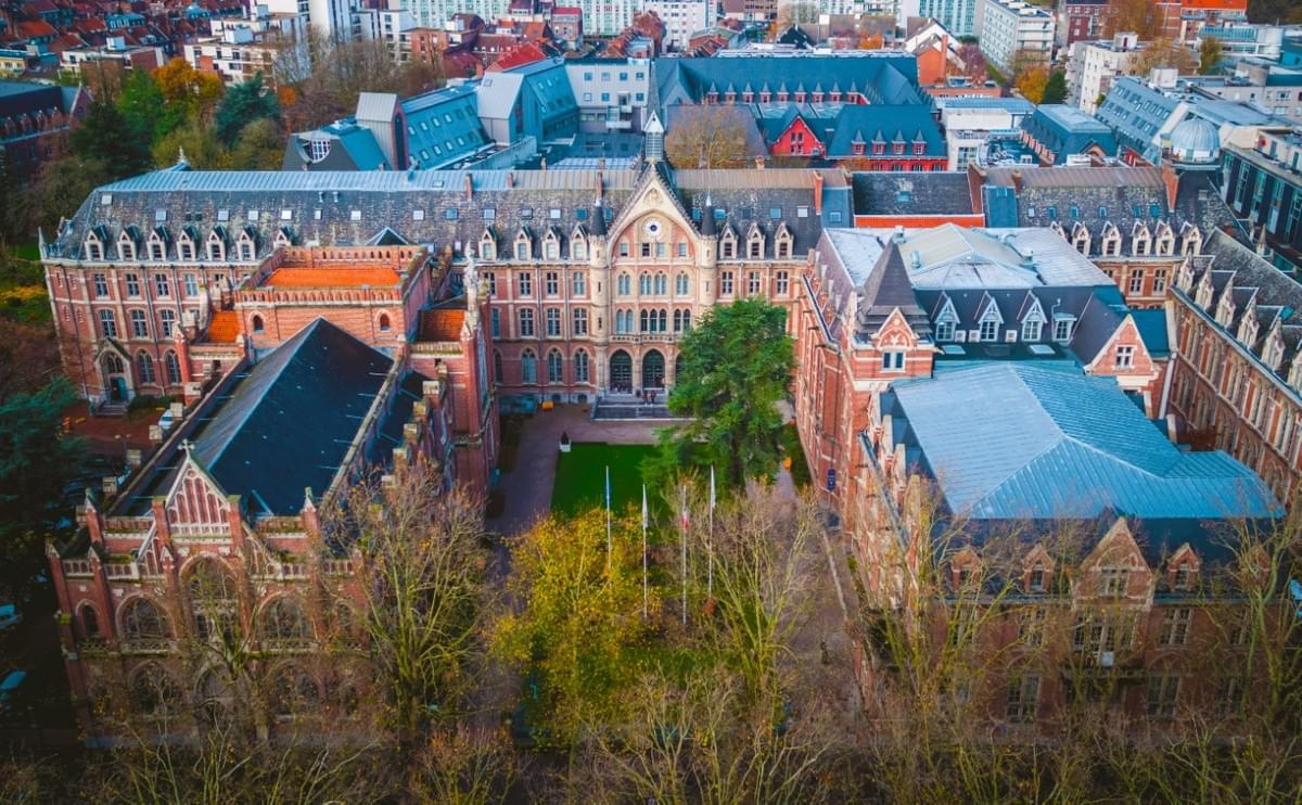 vue aerienne de la catho de lille, université catholique