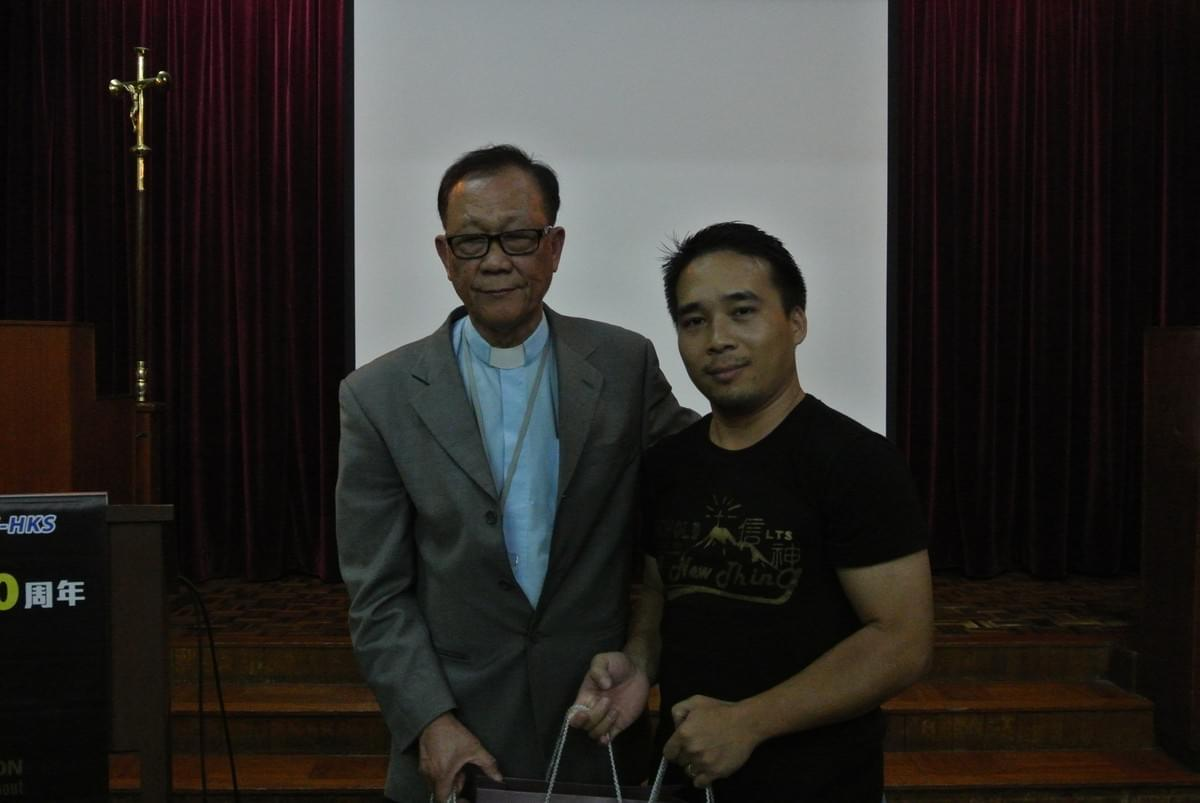 Dr. IP Presenting Gifts to the Representative of Myanmar Students