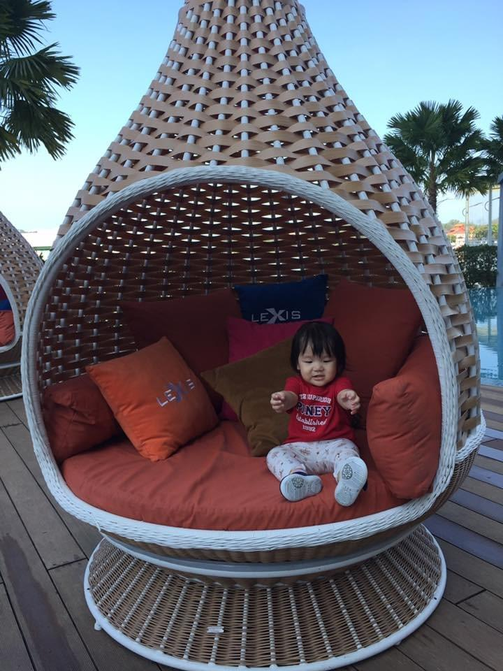 girl in a dome at lexis hibiscus #familytravel #travelwithkids #portdickson #lexishibiscus #malaysia #getaway