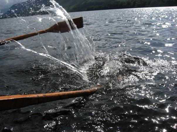 paddles on Derwent Water in the Lake District