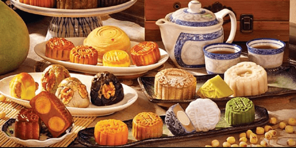 Different variety of moon cakes to celebrate the Autumn Moon Festival!