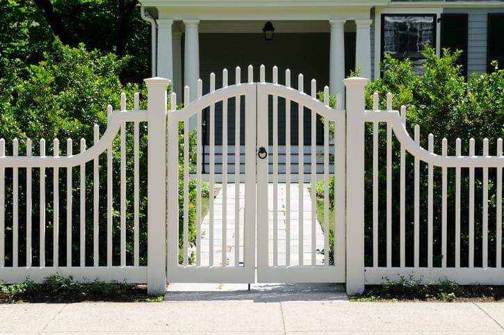 Factors to Consider when Choosing the Right Fence for Your Property