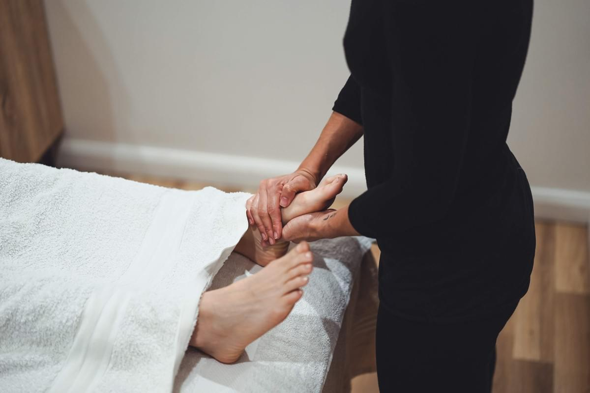 Woman receiving a relaxing massage at Atma Wellbeing by Saura Rates