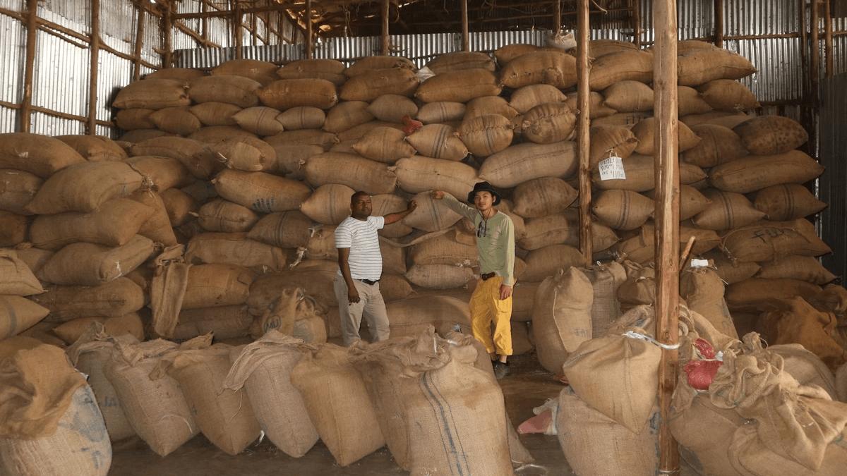 コーヒー生豆の商談が初めて成立した時の写真