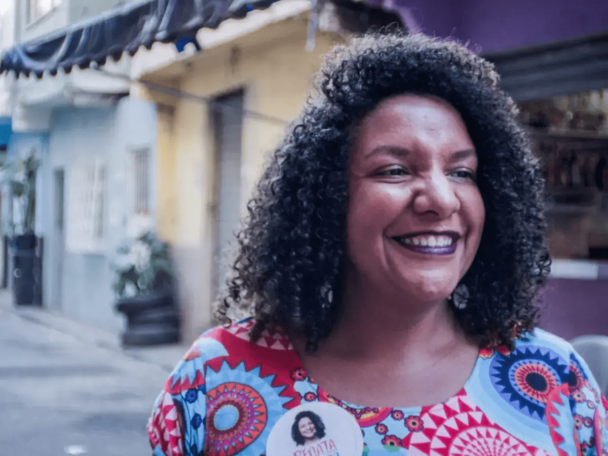 About Renata Souza - Renata Souza