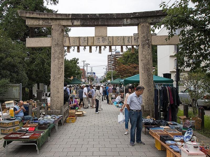 Toshogu Antique Market - Crafts Shopping