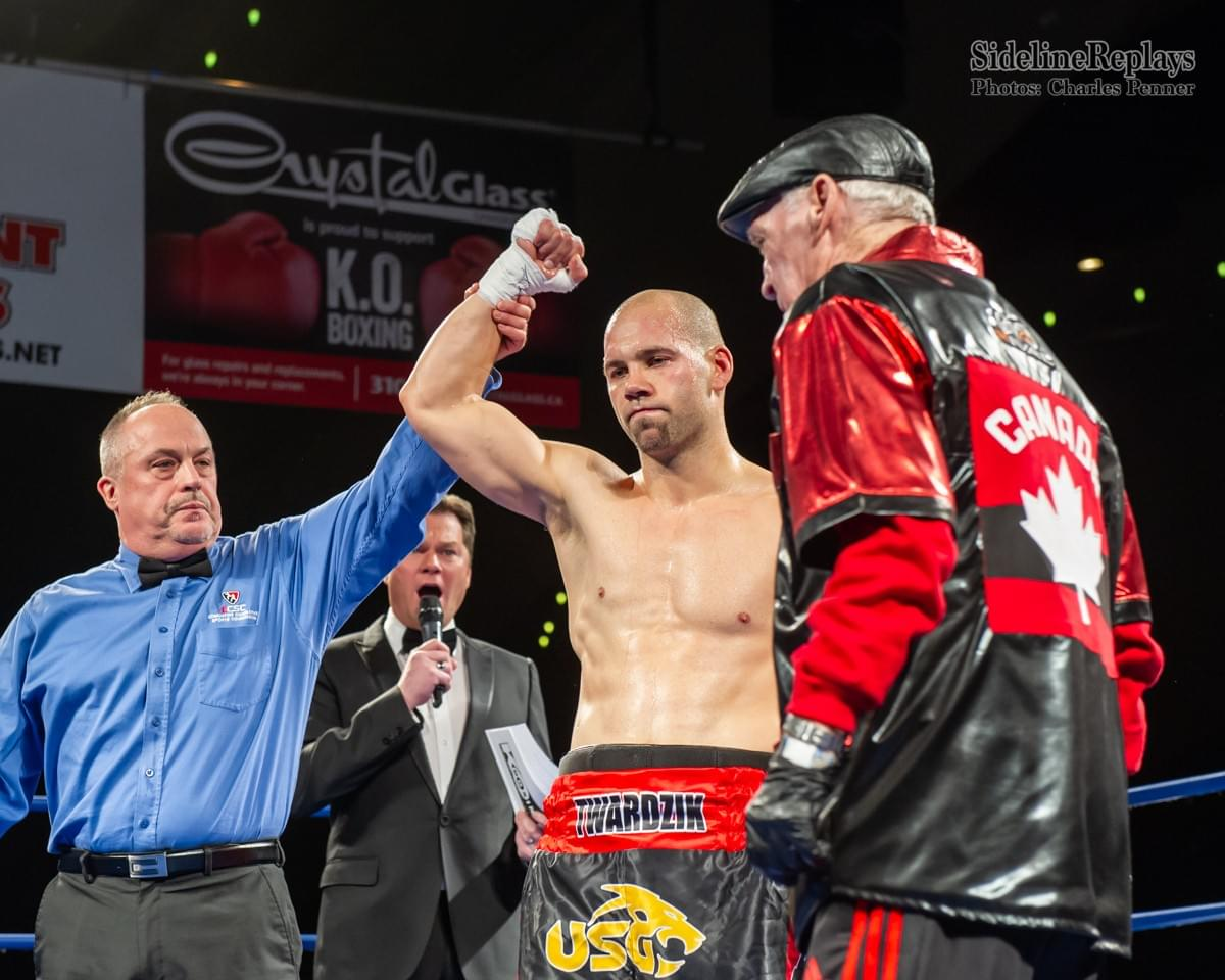 (Above) Stuart Twardzik wins his Pro Debut vs Jonathan Gonzalez Alanis - Photo Charles Penner
