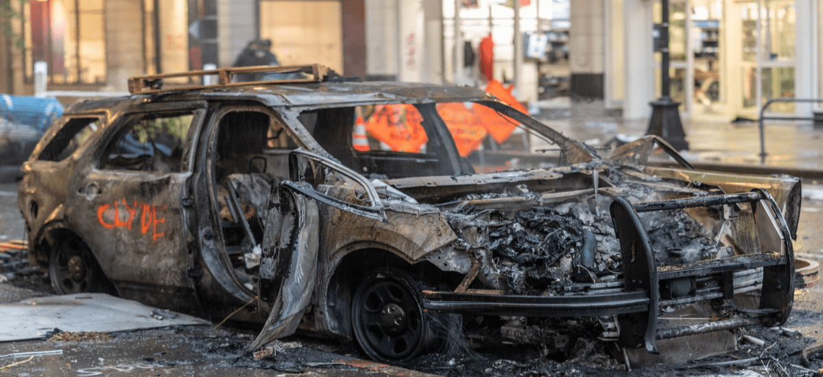 a taxi has been burned down due to collective violence on a group protest