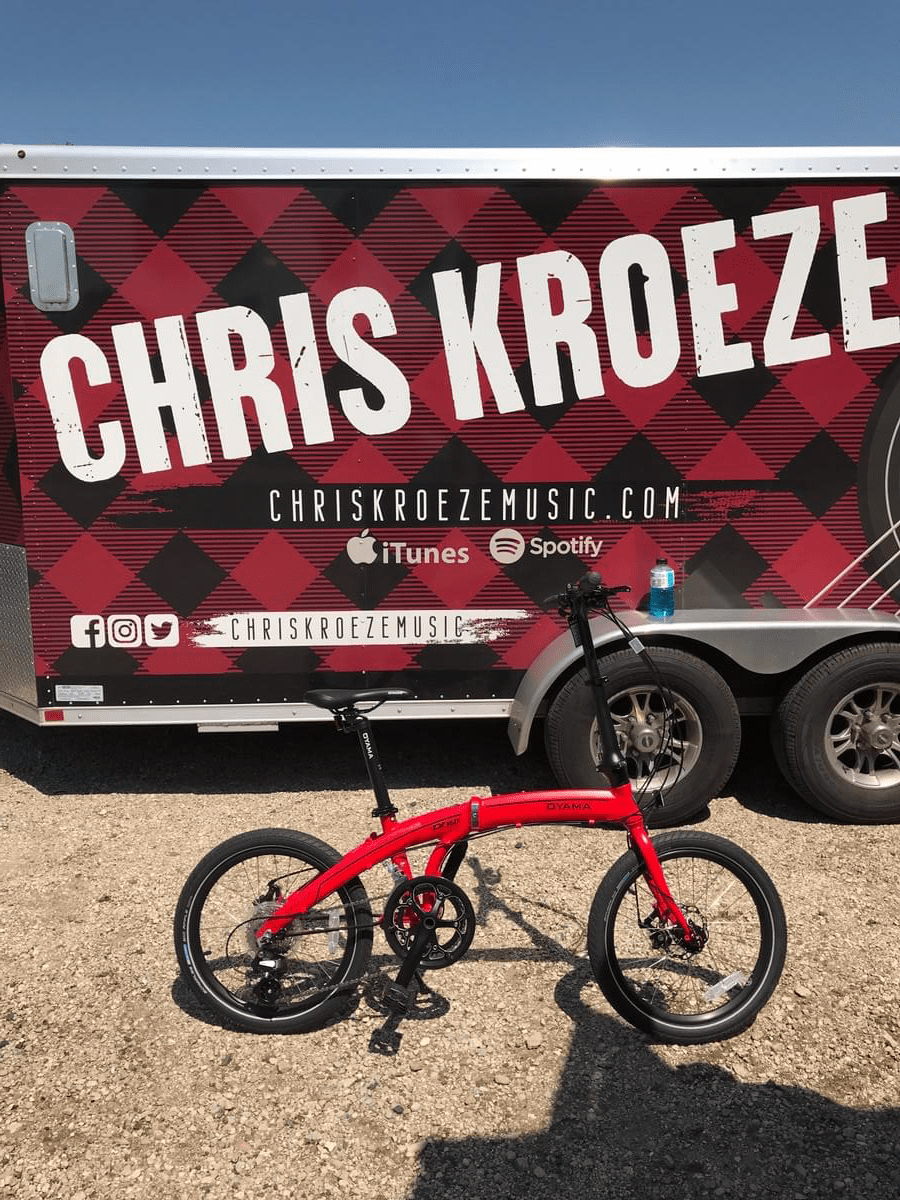 Chris spent an hour riding around trying to decide which bike to choose.  He loved our bikes, but being true to himself and his wife as they try to shed some weight, he went with this beauty.  He chose the CX 16D, a sweet ride with 16 speeds and disc brakes.