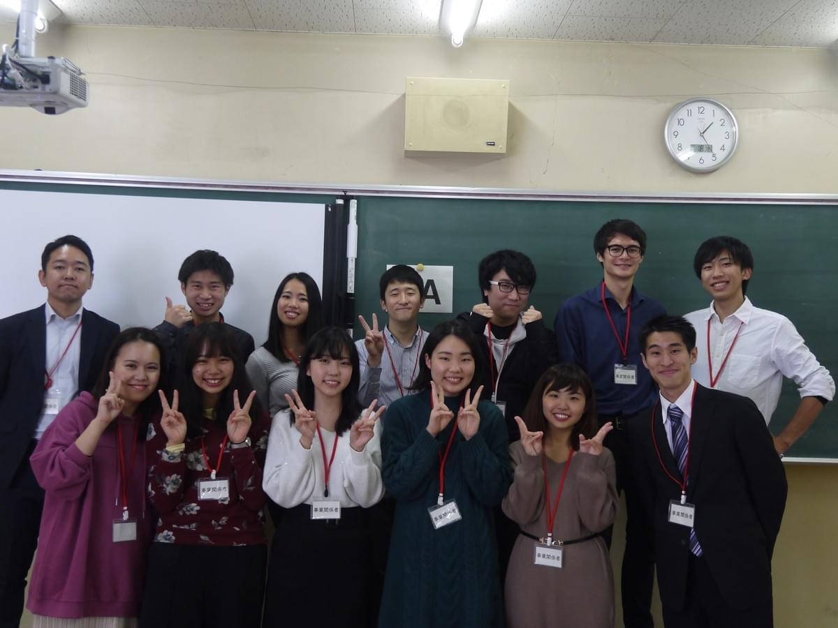 大学生の集合写真