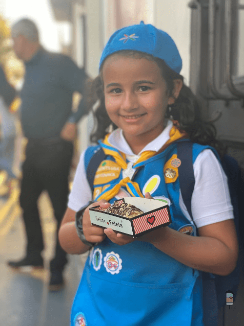 Girls Scouts team up to promote the Caramel deLites Paleta