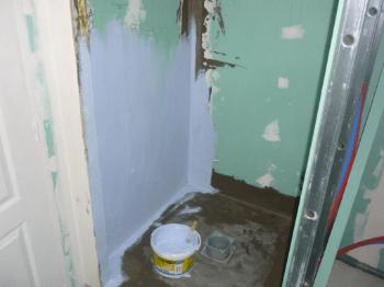 SPEC : système de protection à l'eau sous carrelage d'une salle de bain