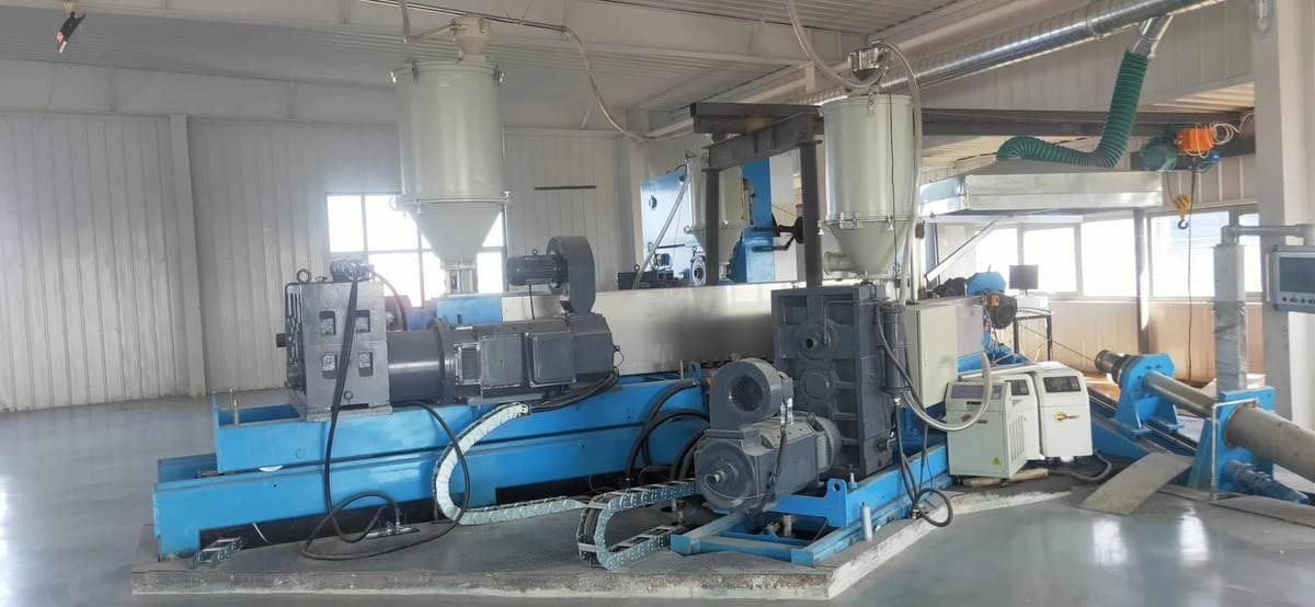 triple co-extrusion line machine from capstaner 2