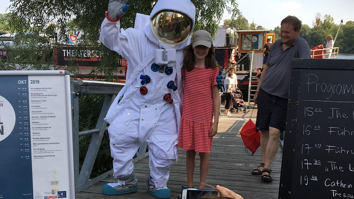 Silent Rocco's Lonstronaut romaing around at an outdoor festival