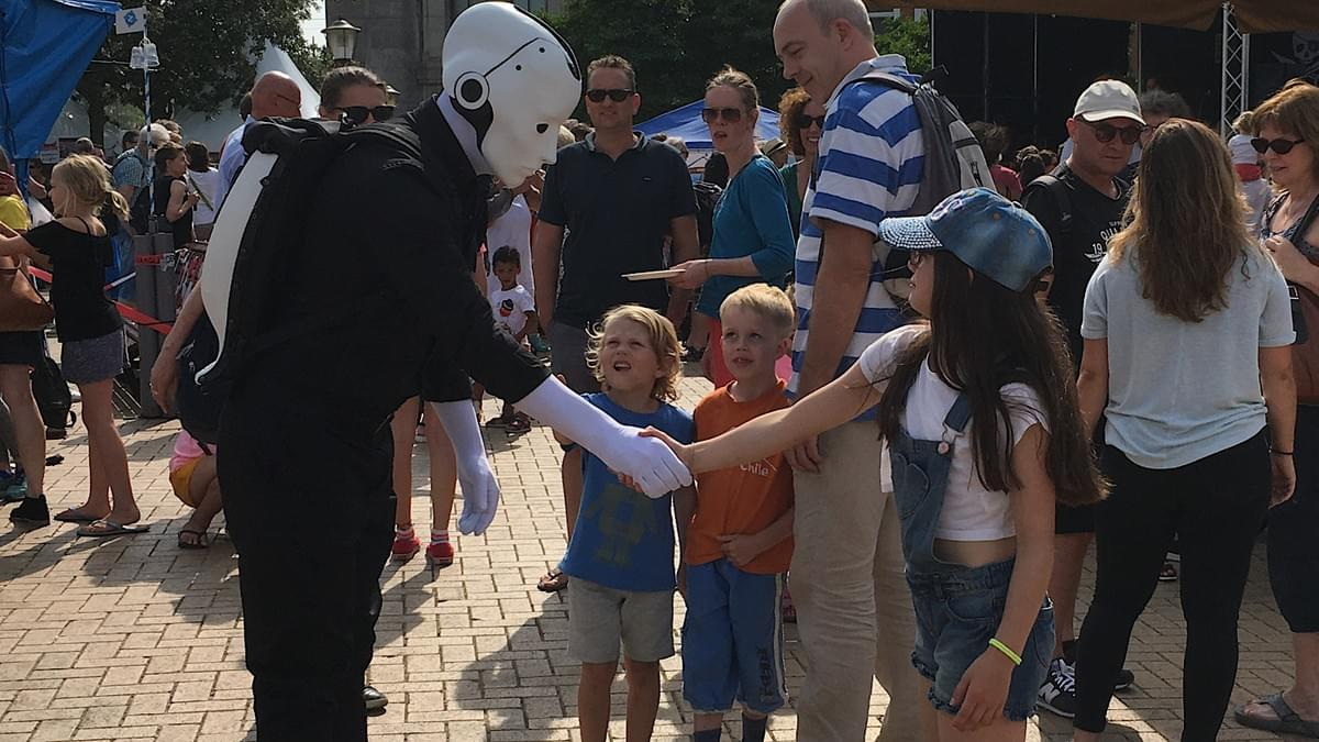 Say hello to the future - Silent Rocco's Menschine robot walkabout act at a street festival