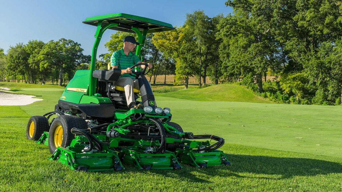 Top 5 Reasons Why Expert Engineers Favor John Deere Golf Mowers