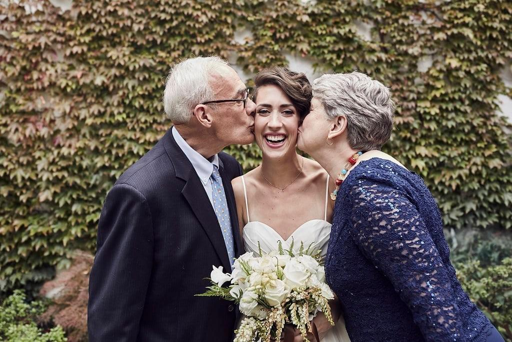 wedding day - parents kiss