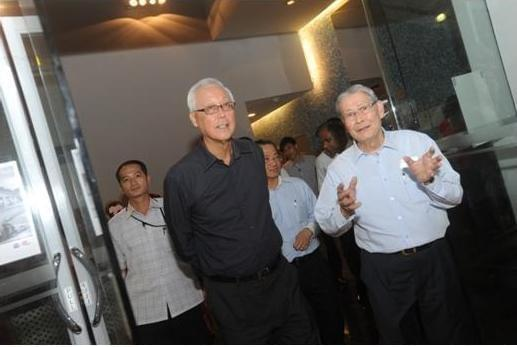 Arrival of Guest-of-Honour,ESM Goh Chok Tong, escorted by AAS President Loh Hoon Sun