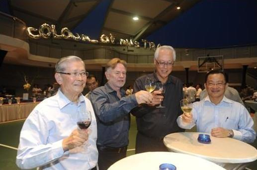 From L to R: AAS President Loh Hoon Sun, AAS Patron and Australian High Commissioner HE Philip Green, Guest-of-Honour ESM Goh Chok Tong and Deputy Speaker Seah Kian Peng raising their wine glasses.