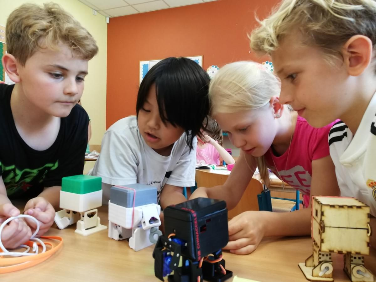 children in class working on a DIY robot