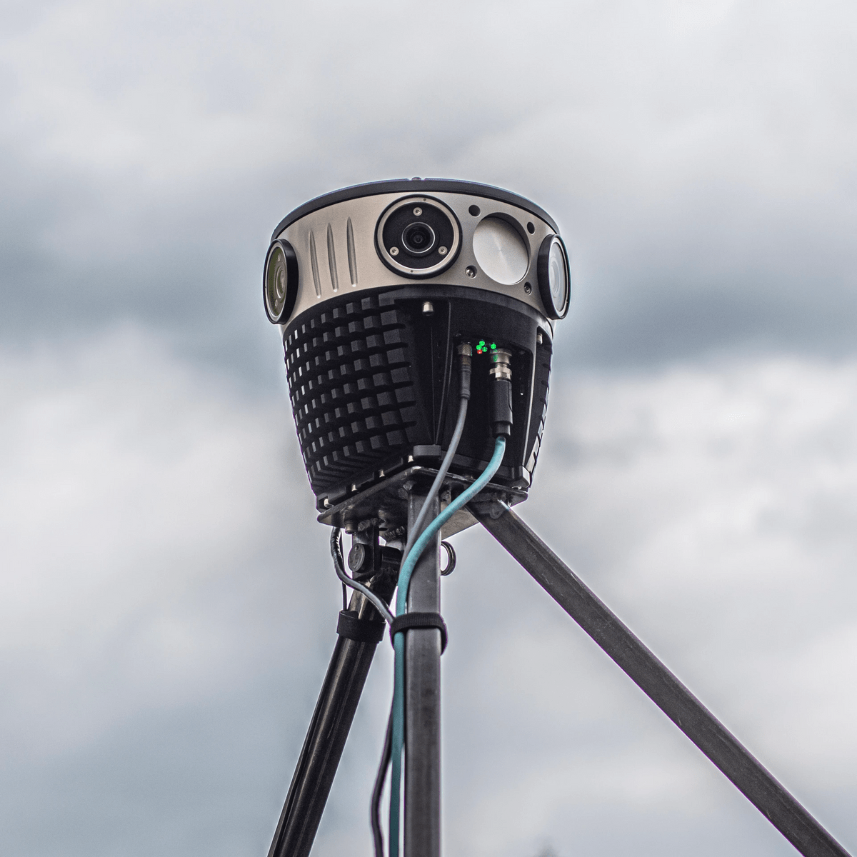 The Mosaic 51 is the most advanced 360 camera for mobile mapping, out doing its competitors on many fronts.
