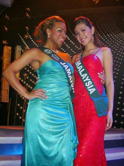 Daisi Jo Pollard Sepulveda, Miss Jamaica Earth 2005 and Miss Malaysia competing in Miss Earth 2005