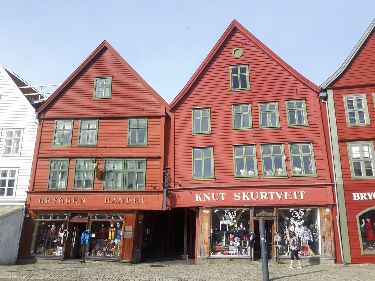 The Crooked Store, Bergen
