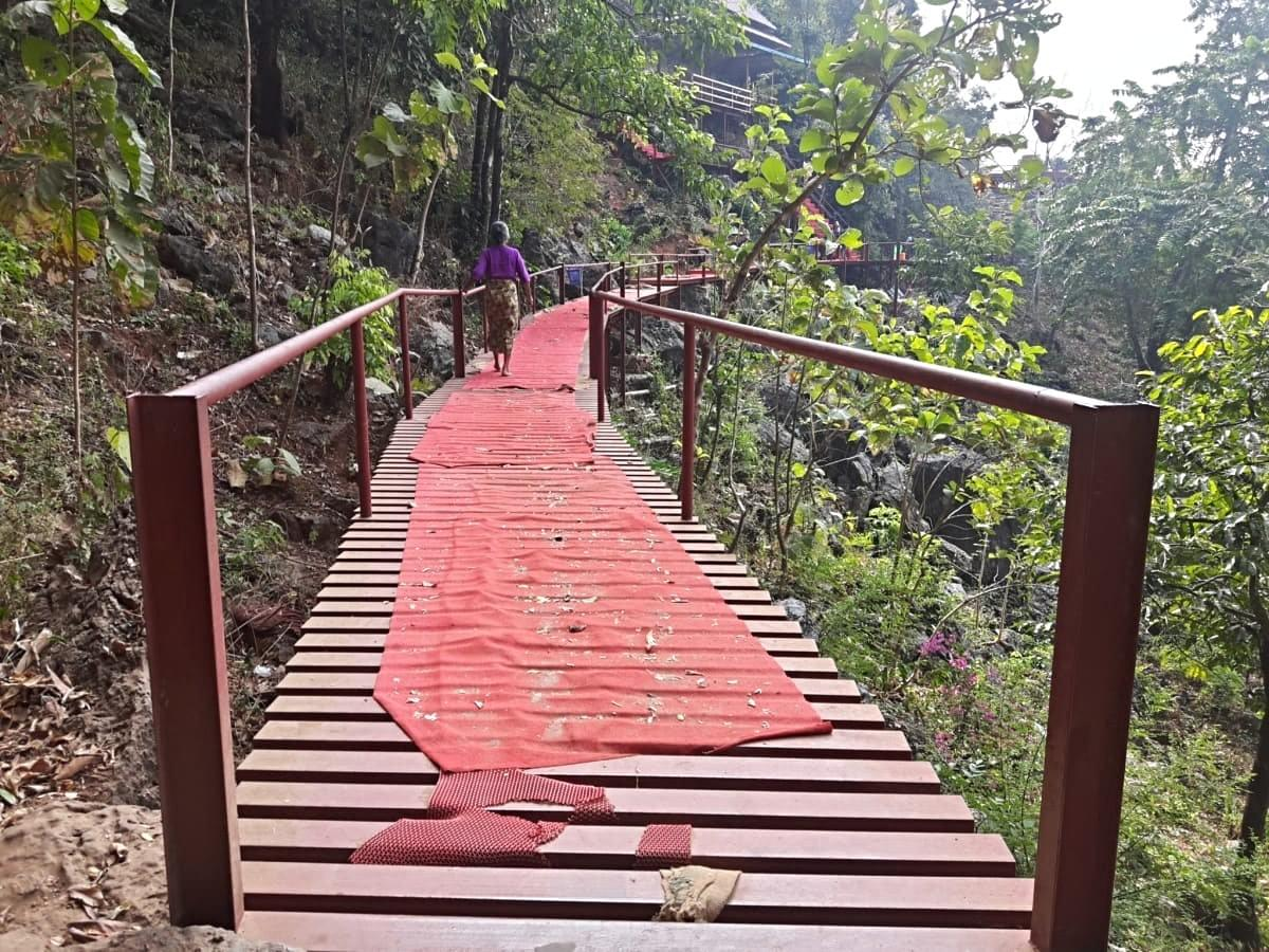 Bridge going from the cave to the viewpoint deck, Yatee Pyan Cave, Hpa An, Myanmar