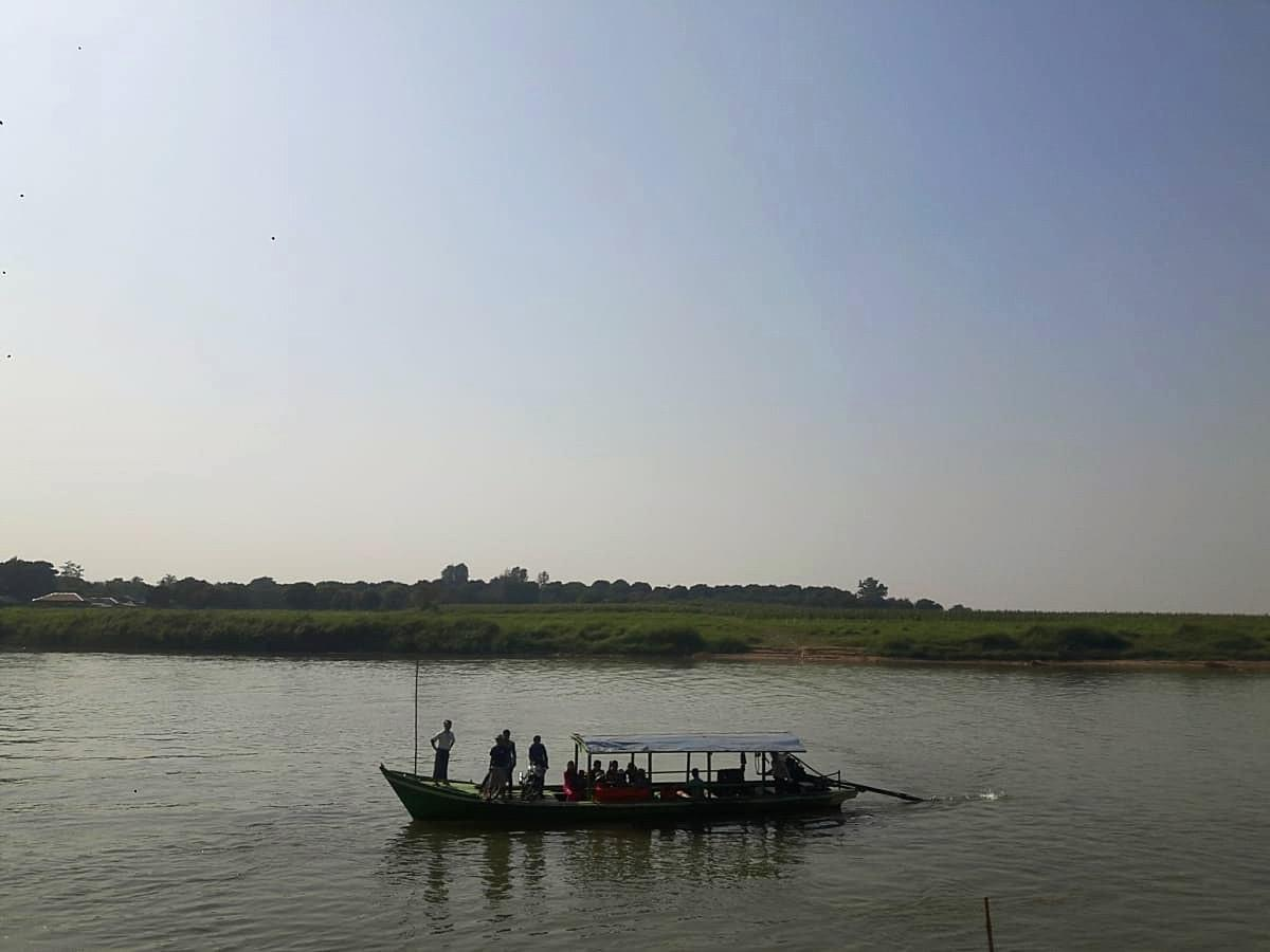 Boat ride to go to Inwa city