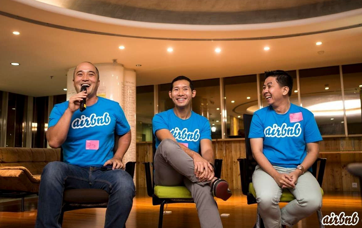 Airbnb travelers in Jakarta attend a meetup with Bukit Vista co-founder, Jing.