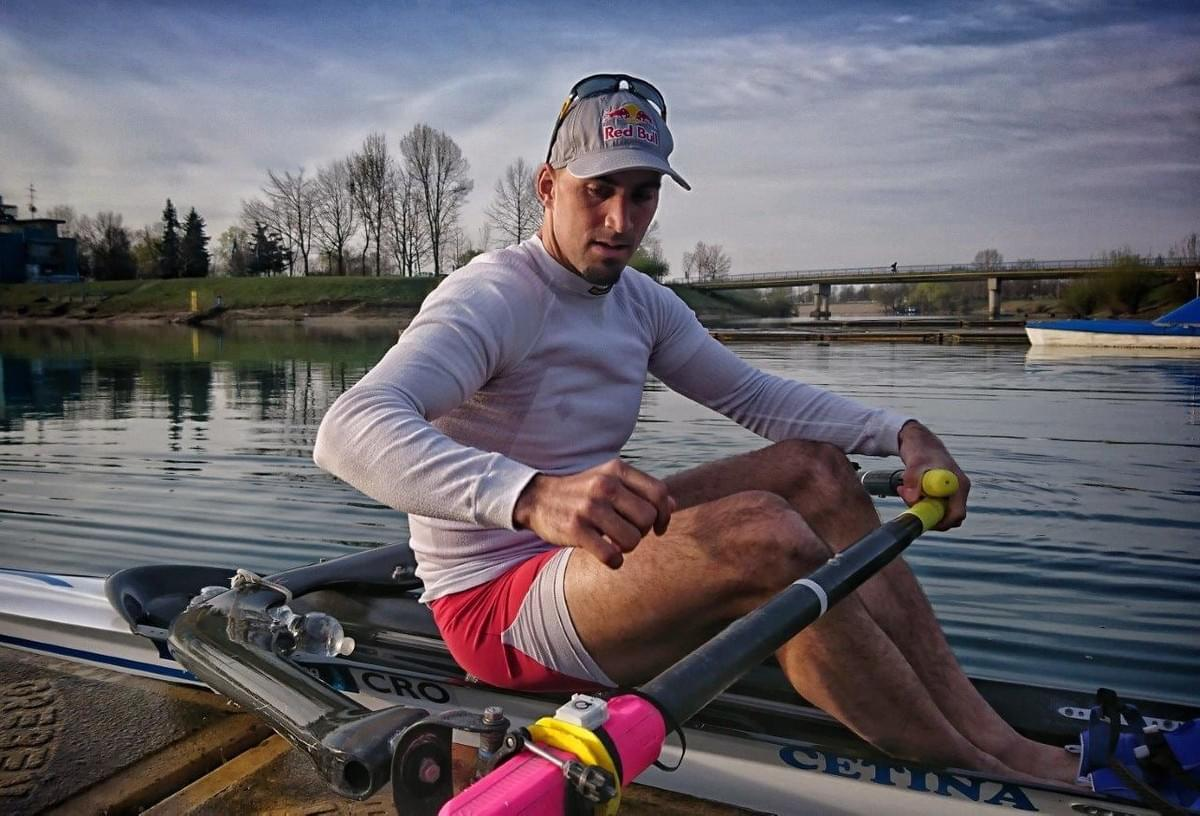 Martin Sinkovic and the Quiske Rowing Performance sensor on his oar