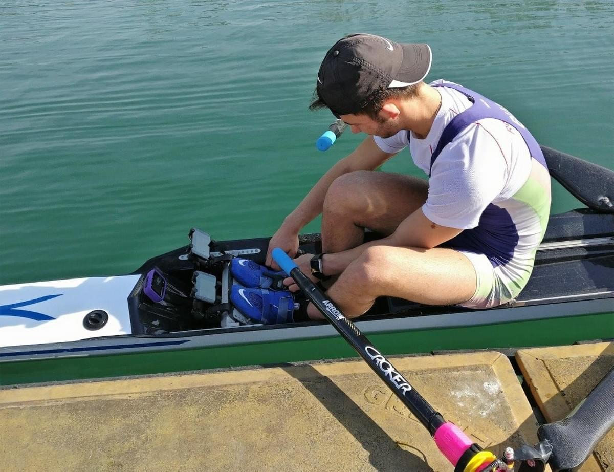 Having sensors on right and left oars means that two phones are needed