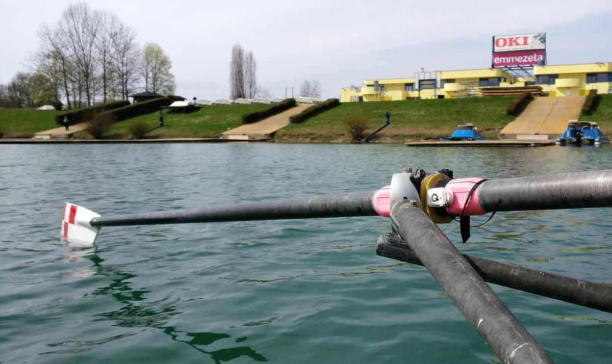 The sensor is placed close to the oar lock (this shows the left oar, the post data was measured from the right oar)